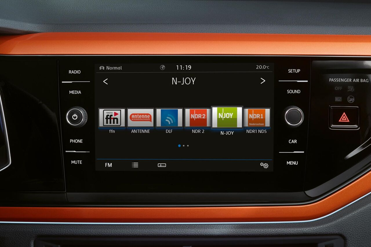 VW Polo orange Radio